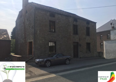 Certificat PEB sur une maison grise 4 façades réalisé par JD Engineering